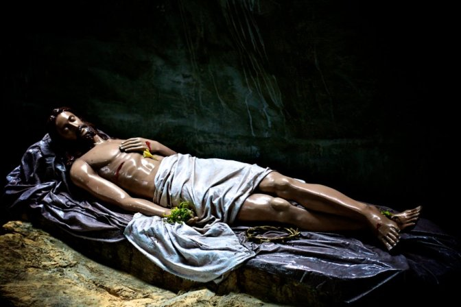 jesus-in-the-tomb