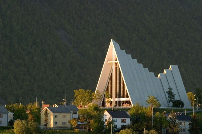 ArcticCathedral.TromsøNorway.PhotoTaken12.20AM.Wiki.800