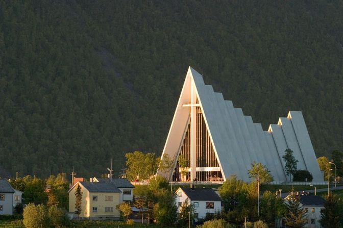 ArcticCathedral.TromsøNorway.PhotoTaken12.20AM.Wiki.800